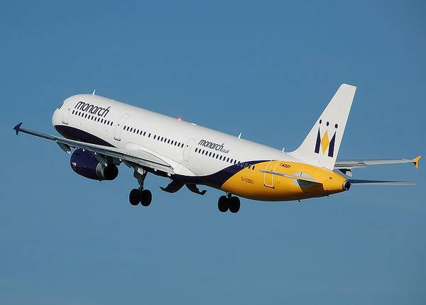 Лайнер Airbus A-320 авиакомпании  Monarch Airlines