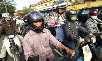 ...совершил налет на мотоцикле и вырвал сумочку российской туристки.