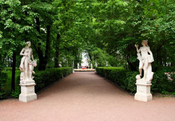 Летний сад открылся для туристов