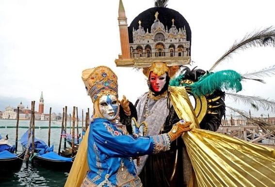 Секс на венецианском карнавале