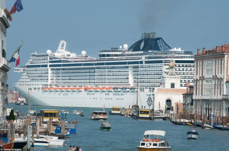 Италия больше не пустит круизные лайнеры в Венецию
