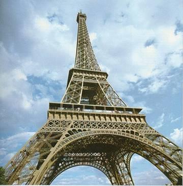 Эйфелева башня стала самой популярной достопримечательностью для селфи