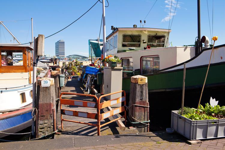 снять жилье в амстердаме на лодке