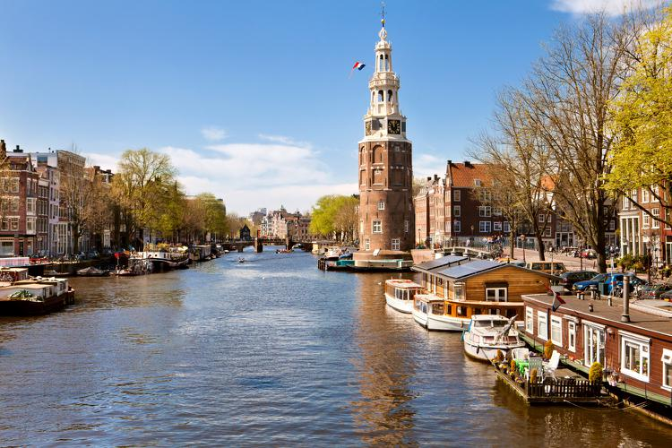 an overview of the city of amsterdam Amsterdam » basic facts » history amsterdam history of amsterdam amsterdam, the greatest planned city of northern europe, has always been a well-known name in world history and played a central role in the history of the netherlands.