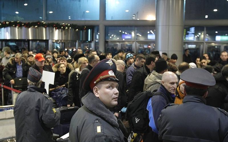 Во Внуково произошла давка из-за отмены рейсов Трансаэро в Египет пострадали туристы