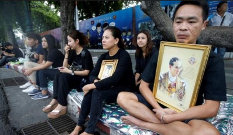 Туристы вТаиланде получат черные ленты