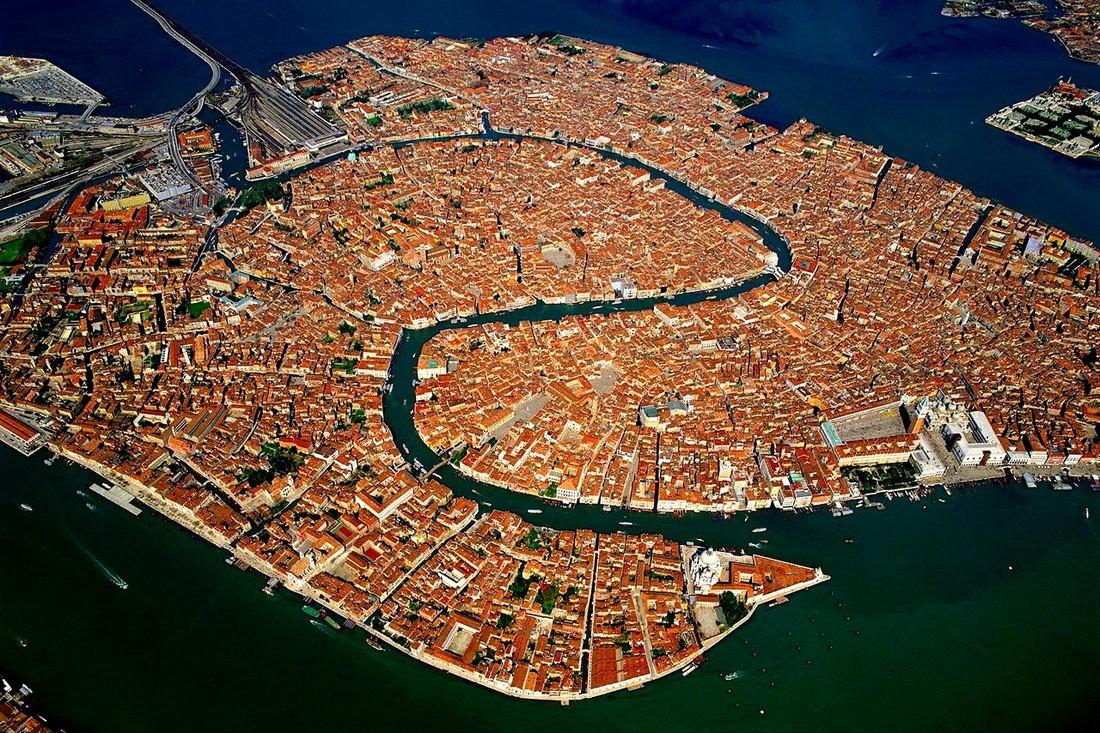 Власти Венеции введут предел начисло туристов