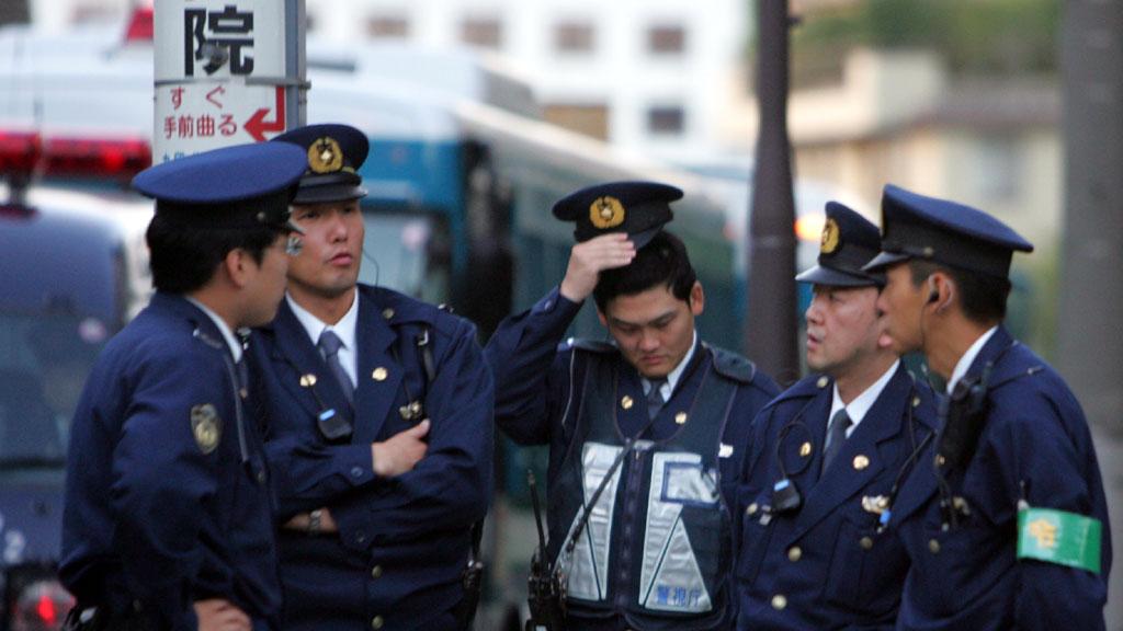 Китайские туристы устроили массовую драку сполицейскими Японии из-за непогоды