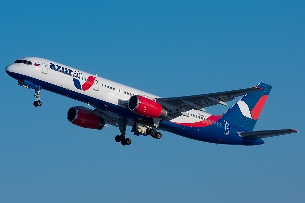 Наавиакомпанию Azur Air могут завести дело из-за схваченного вЕкатеринбурге рейса