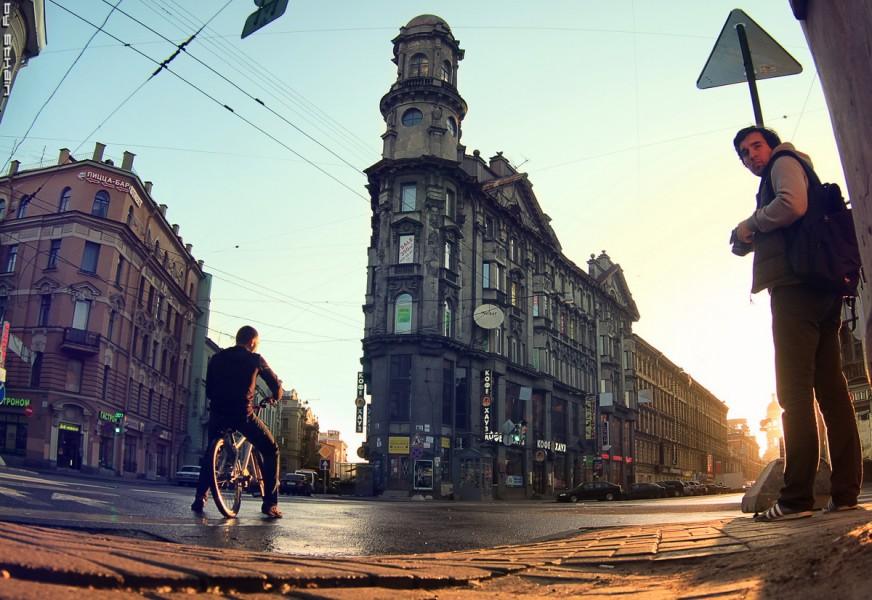 Пять углов упоминаются в одной зарисовке владимира высоцкого - тут все без высоких материй: в ленинграде-городе