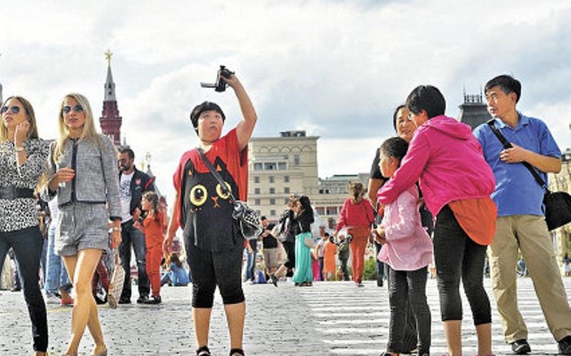 Скачать Бесплатно Торрент Туристы - фото 6