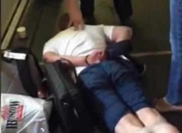 Туристы рейса Москва-Тунис скрутили дебошира скотчем