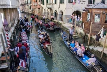 Популярные города Италии пожаловались на переизбыток туристов