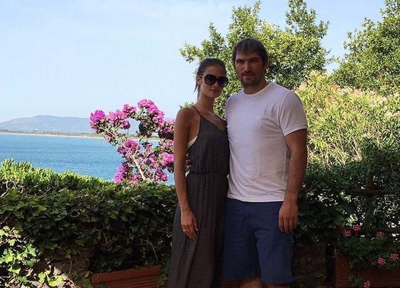 Александр Овечкин отдыхает в Италии с невестой и будущей тещей
