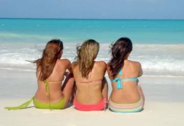 70 лет главному предмету одежды туристок: юбилей купальника-бикини