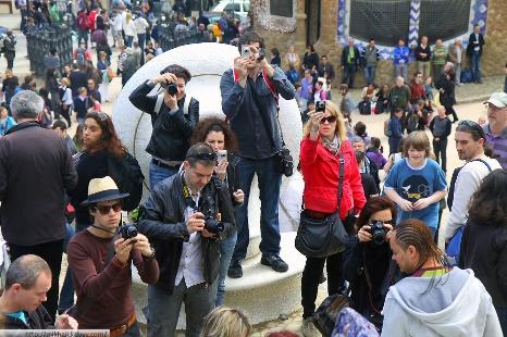 Опрос: туристы считают, что вБарселоне очень множество туристов