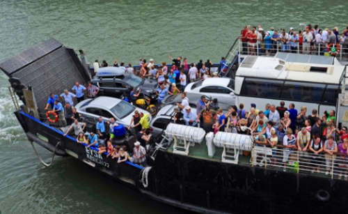 НаКерченской паромной переправе сократят число рейсов из-за оттока туристов
