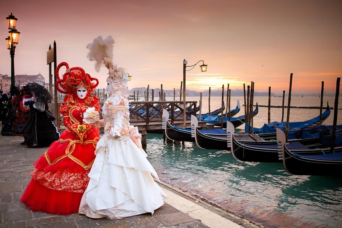 Разгар карнавального сезона: яркие фото изВенеции иНиццы
