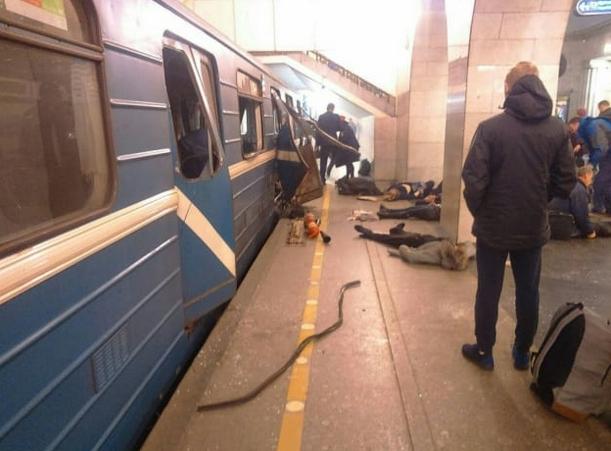 МЧС подтвердили сообщения о 2-х взрывах вметро Санкт-Петербурга