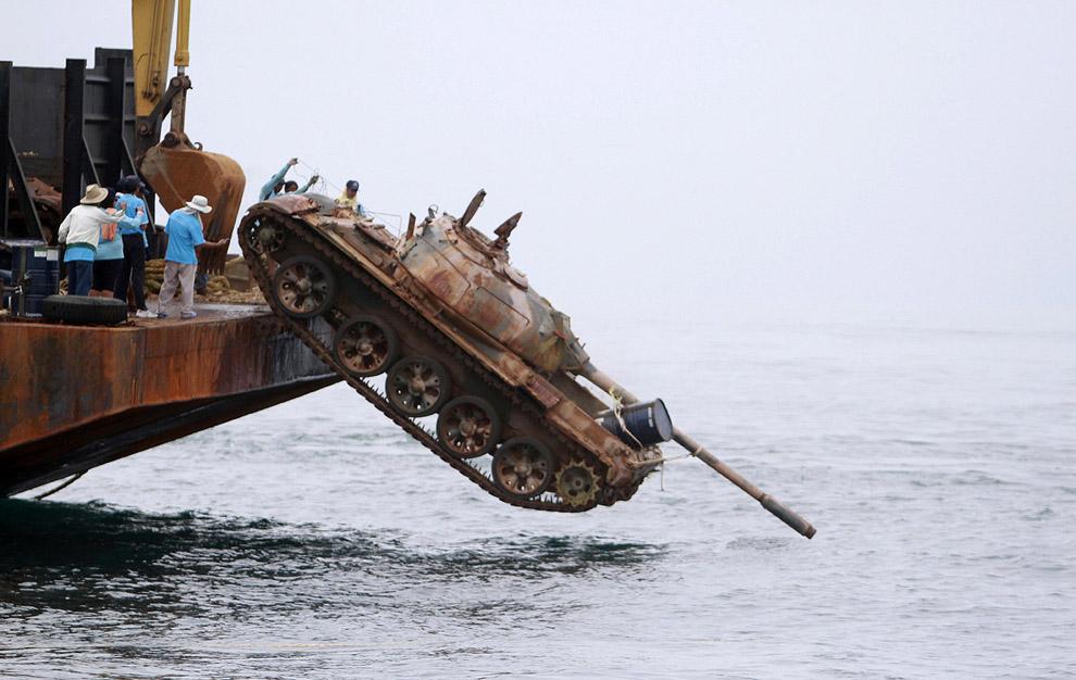 ВТурции ради туристов затопили 45-тонный танк