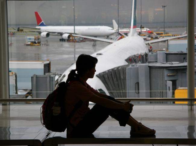 Картинки по запросу картинки   турист  в  аэропорту