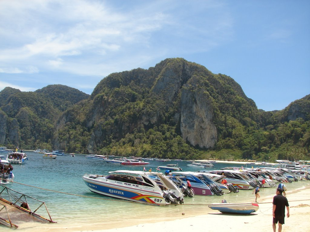 При взрыве моторной лодки вТаиланде пострадали покрайней мере 16 человек
