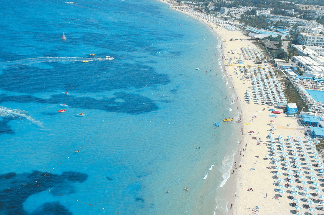 В Великобритании сняли запрет на посещение туристами Туниса: в отелях может возникнуть дефицит мест