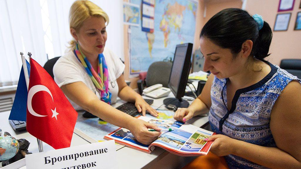 Глубина бронирований туров российскими туристами уменьшилась на треть , Россия