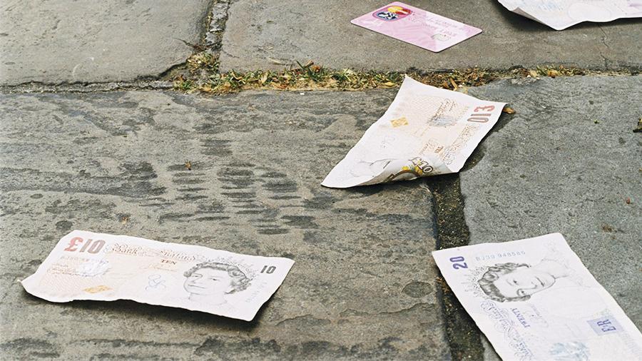 НаБританских островах преступники пустили деньги поветру