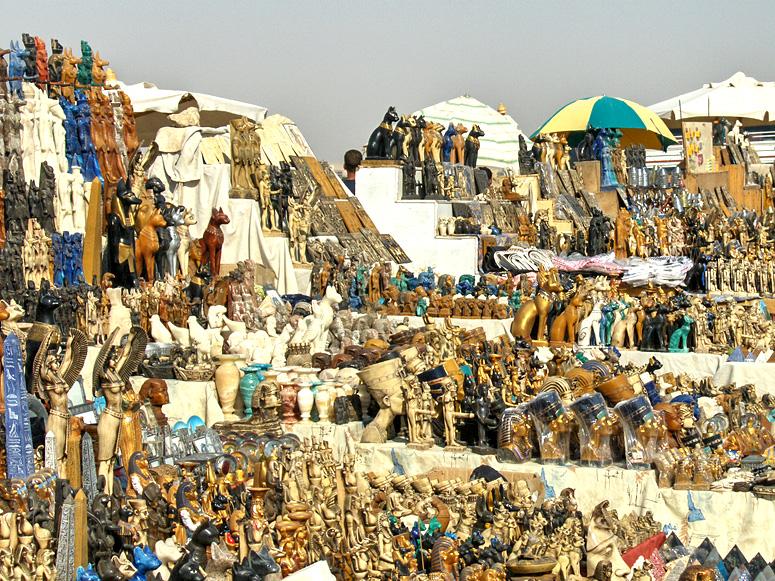 В Египте торговцев сувенирами будут контролировать видеокамерами