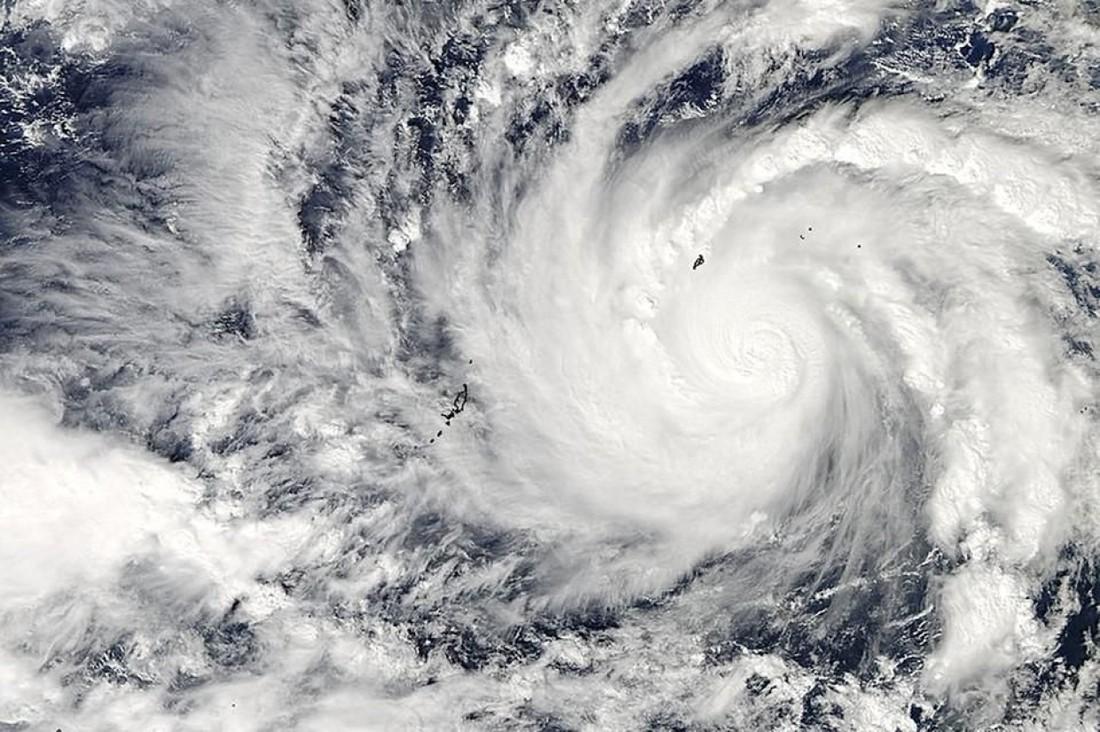 По курортам Юго-Восточной Азии проходит тайфун, в Гонконге отменены рейсы , Китай