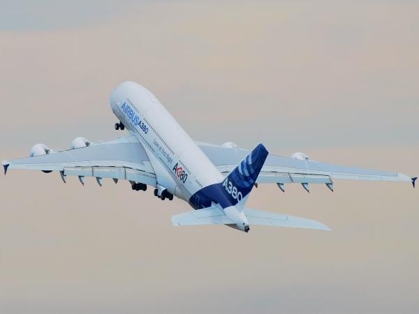 Airbus сворачивает производство самого большого самолета A380
