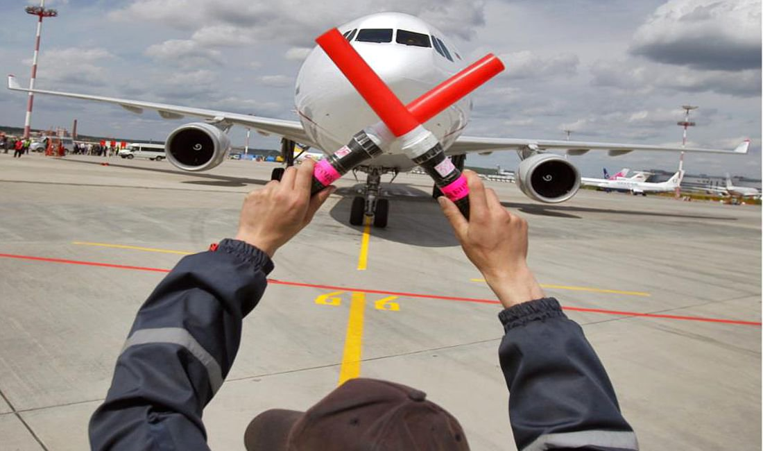 Обанкротилась худшая авиакомпания в мире, а за ней ещё одна
