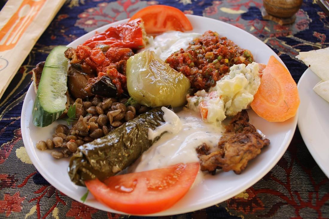 В турецком all unclusive для туристов введут «общество чистых тарелок»