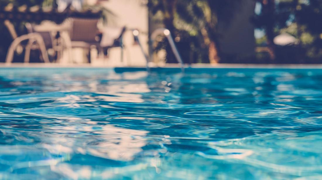 Российский турист погиб прыгнув в бассейн в отеле Аланьи
