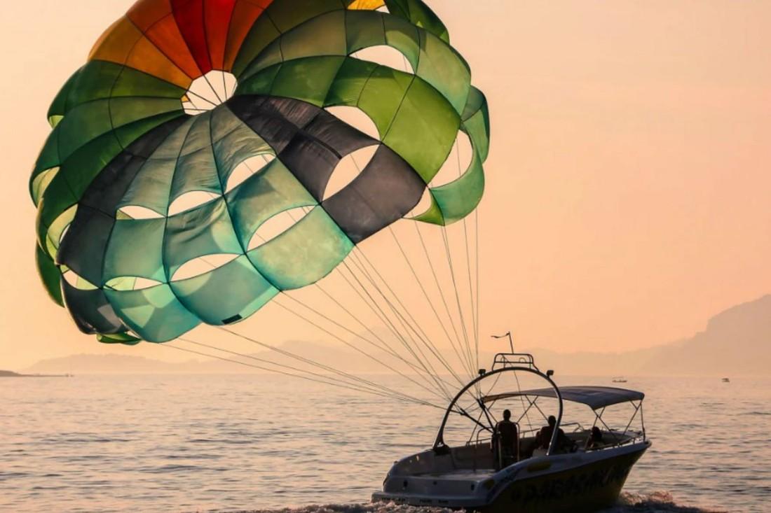 Два туриста в Турции пострадали из-за оторвавшегося парашюта